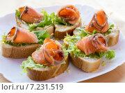 Купить «Бутерброды с лососем», фото № 7231519, снято 5 апреля 2015 г. (c) Алексей Маринченко / Фотобанк Лори