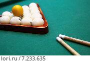 Бильярдные шары и кий на столе. Стоковое фото, фотограф Alexey Matushkov / Фотобанк Лори