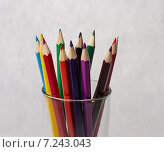 Цветные карандаши в стакане крупным планом. Стоковое фото, фотограф Полина Соколова / Фотобанк Лори
