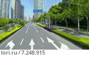 Купить «Поездка по улицам Шанхая. Вид из-за лобового стекла автомобиля. Китай», видеоролик № 7248915, снято 7 мая 2014 г. (c) Кирилл Трифонов / Фотобанк Лори