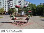 Купить «Цветочная композиция в виде сердца на Химкинском бульваре около Тушинского ЗАГСа в Москве», эксклюзивное фото № 7250283, снято 27 июля 2014 г. (c) lana1501 / Фотобанк Лори