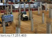 Строительство многоярусной парковки для автомобилей (2011 год). Редакционное фото, фотограф Александр Кожухов / Фотобанк Лори