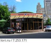 Купить «Круглосуточное кафе «Сим-Сим» на Краснопресненской. Конюшковская улица, 31, строение 3. Москва», эксклюзивное фото № 7253171, снято 23 июня 2009 г. (c) lana1501 / Фотобанк Лори