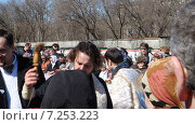 Купить «Пасхальное освящение. Храм святого великомученика Феодора Тирона. Москва», эксклюзивный видеоролик № 7253223, снято 11 апреля 2015 г. (c) Сергей Соболев / Фотобанк Лори