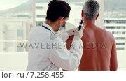 Купить «Doctor examining spot at her patient », видеоролик № 7258455, снято 10 декабря 2018 г. (c) Wavebreak Media / Фотобанк Лори