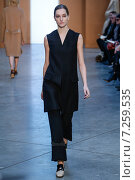 NEW YORK, NY - FEBRUARY 15: Model Josephine Le Tutour walk the runway at the Derek Lam Fashion Show during MBFW Fall 2015 at Pace Gallery on February 15, 2015 in NYC. Редакционное фото, фотограф Anton Oparin / Фотобанк Лори