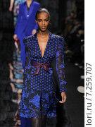 Купить «NEW YORK, NY - FEBRUARY 15: Model Leila Nda walk the runway at the Diane Von Furstenberg fashion show during MBFW Fall 2015 at Spring Studios on February 15, 2015 in NYC», фото № 7259707, снято 15 февраля 2015 г. (c) Anton Oparin / Фотобанк Лори