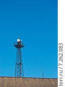Антенна сотовой связи на фоне голубого неба. Стоковое фото, фотограф Николай Полищук / Фотобанк Лори