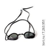 Купить «Влажные очки для плавания на белом фоне», фото № 7263951, снято 13 мая 2012 г. (c) Анна Полторацкая / Фотобанк Лори