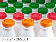Купить «Молочные продукты в бутылках с цветными крышками», фото № 7265051, снято 23 марта 2012 г. (c) Куликов Константин / Фотобанк Лори