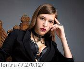 Портрет красивой русой девушке с красными пухлыми губами в кожаной портупее и ошейнике. Стоковое фото, фотограф Анастасия Кузьмина / Фотобанк Лори
