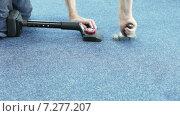 Купить «Укладка ковролина с помощью специальных инструментов», видеоролик № 7277207, снято 11 февраля 2015 г. (c) Потийко Сергей / Фотобанк Лори