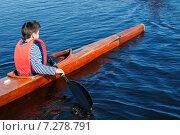Купить «Байдарочник на реке», фото № 7278791, снято 17 апреля 2015 г. (c) Andrey Yurinov / Фотобанк Лори