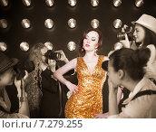 Купить «Суперзвезда позирует для папарацци», фото № 7279255, снято 21 октября 2018 г. (c) Дарья Петренко / Фотобанк Лори