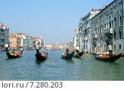Канал в Венеции. Гондолы (2007 год). Редакционное фото, фотограф Екатерина Пономарева / Фотобанк Лори