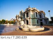 Купить «Утренний вид дворца изящных искусств возле Центрального парка Аламеда. Мехико», фото № 7280639, снято 24 февраля 2014 г. (c) Сергей Новиков / Фотобанк Лори