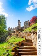 Лестница к развалинам замка Левенбург, Бедпарк, Германия (2014 год). Стоковое фото, фотограф Сергей Новиков / Фотобанк Лори