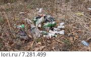 Купить «Мусор на природе», фото № 7281499, снято 19 апреля 2014 г. (c) Владимир Михайлюк / Фотобанк Лори