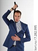 Купить «Молодой бизнесмен хочет повеситься на галстуке», фото № 7282995, снято 19 апреля 2015 г. (c) Ивашков Александр / Фотобанк Лори