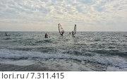 Купить «Серфинг на Черном море, волны и облака», фото № 7311415, снято 5 октября 2014 г. (c) DiS / Фотобанк Лори