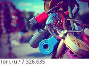 Купить «Разноцветные свадебные замки на перилах моста», фото № 7326635, снято 28 июля 2014 г. (c) Владислав Осипов / Фотобанк Лори