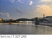 Купить «Мост Богдана Хмельницкого в Москве», фото № 7327243, снято 19 октября 2018 г. (c) Зезелина Марина / Фотобанк Лори