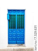 Купить «Синяя дверь в белой стене. Михас, Андалусия. Южная Испания», фото № 7329631, снято 5 января 2014 г. (c) Alexander Tihonovs / Фотобанк Лори