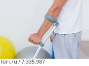 Купить «Patient standing with crutch», фото № 7335987, снято 15 января 2015 г. (c) Wavebreak Media / Фотобанк Лори