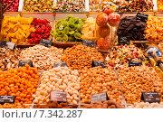 Купить «Сухофрукты на рынке. Барселона. Испания», фото № 7342287, снято 22 апреля 2015 г. (c) Екатерина Овсянникова / Фотобанк Лори