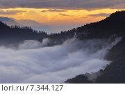 Купить «Nepal, Ghorepani, Poon Hill, Dhaulagiri massif, Himalaya, Sunrise view from Poon Hill, Dhaulagiri massif, Himalaya», фото № 7344127, снято 20 июля 2019 г. (c) BE&W Photo / Фотобанк Лори