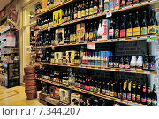 Купить «Belgian beer store in Brussels», фото № 7344207, снято 22 октября 2019 г. (c) BE&W Photo / Фотобанк Лори