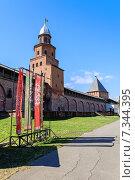 Купить «Башни Новгородского Кремля и изображение солнца на славянском флаге», фото № 7344395, снято 27 апреля 2015 г. (c) Зезелина Марина / Фотобанк Лори