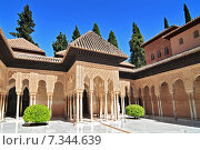 Moorish architecture of the Court of the Lions, the Alhambra, Granada, Andalucia (Andalusia), Spain, Europe. Стоковое фото, агентство BE&W Photo / Фотобанк Лори