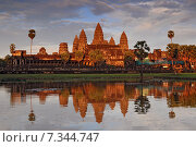Cambodia, Siem Reap, Angkor Wat Temple with sunset sky. Стоковое фото, агентство BE&W Photo / Фотобанк Лори