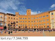 Palazzo Sansedoni in Piazza del Campo, Siena. Tuscany, Italy. Стоковое фото, агентство BE&W Photo / Фотобанк Лори