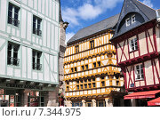 Colorful medieval houses in Vannes Brittany France. Стоковое фото, агентство BE&W Photo / Фотобанк Лори