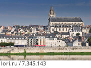 Old town of Blois in the Loire Valley France. The cathedral of St. Louis on top. Стоковое фото, агентство BE&W Photo / Фотобанк Лори