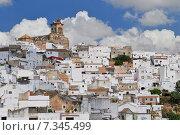 view on Arcos de la Frontera, a white village, Spain, Andalusia, Cadiz, Arcos De La Frontera. Стоковое фото, агентство BE&W Photo / Фотобанк Лори