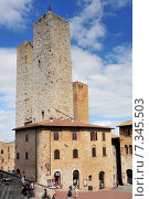 Купить «Medieval houses around Plazza Duomo San Gimignano Italy», фото № 7345503, снято 25 июня 2019 г. (c) BE&W Photo / Фотобанк Лори