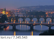 Prague at Twilight, view of Bridges on Vltava. Стоковое фото, агентство BE&W Photo / Фотобанк Лори