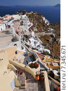 Купить «Greece, Cyclades, Thira, Santorini, Oia, View of lontza fort in village», фото № 7345671, снято 21 января 2020 г. (c) BE&W Photo / Фотобанк Лори