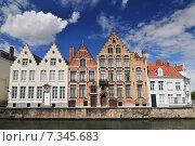 Купить «Canal and old houses in Bruges (Brugge) Belgium.», фото № 7345683, снято 22 октября 2019 г. (c) BE&W Photo / Фотобанк Лори