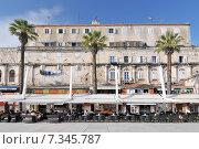 Купить «Croatia, Split, Newly renovated seafront walkway Riva in Split, Croatia», фото № 7345787, снято 25 марта 2019 г. (c) BE&W Photo / Фотобанк Лори