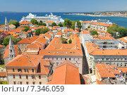 Купить «Croatia, Zadar, Panorama of red roofs of historical city Zadar», фото № 7346059, снято 26 марта 2019 г. (c) BE&W Photo / Фотобанк Лори