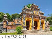 Vietnam, Hue, Ancient temple gates, Imperial City, The Purple Forbidden City - Hue, Vietnam. Стоковое фото, агентство BE&W Photo / Фотобанк Лори