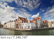 Купить «Canal and old houses in Bruges (Brugge) Belgium.», фото № 7346147, снято 22 октября 2019 г. (c) BE&W Photo / Фотобанк Лори
