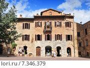 Купить «Medieval houses around Plazza Duomo San Gimignano Italy», фото № 7346379, снято 25 июня 2019 г. (c) BE&W Photo / Фотобанк Лори