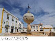 Купить «Evora, Fountain of Portas de Moura square – PortugalPortugal, Evora, fountain Portas de Moura», фото № 7346875, снято 19 апреля 2019 г. (c) BE&W Photo / Фотобанк Лори