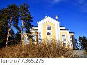 Купить «Керимяки. Финляндия. Самая большая христианская церковь, построенная из дерева. 1848», фото № 7365275, снято 25 апреля 2015 г. (c) Владимир Кошарев / Фотобанк Лори