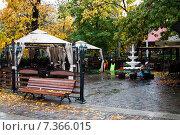 Купить «Пустое уличное кафе после дождя», фото № 7366015, снято 18 октября 2014 г. (c) Сергей Лешков / Фотобанк Лори